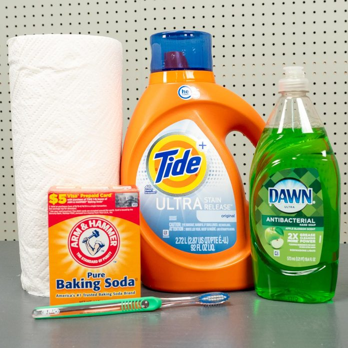 materials to get oil stains out of clothes