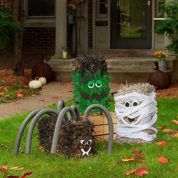 Straw-bale-halloween-decorations