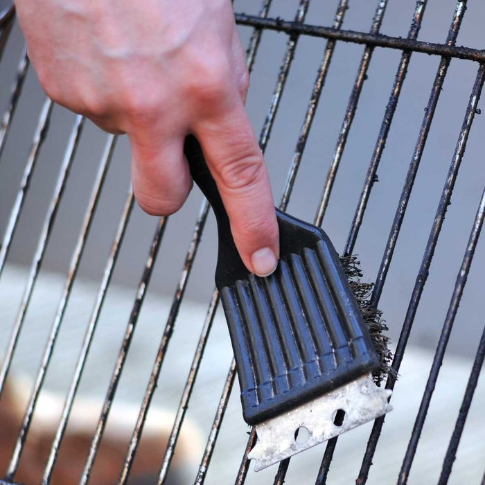 Cleaning Grill Grates Gettyimages 157609806