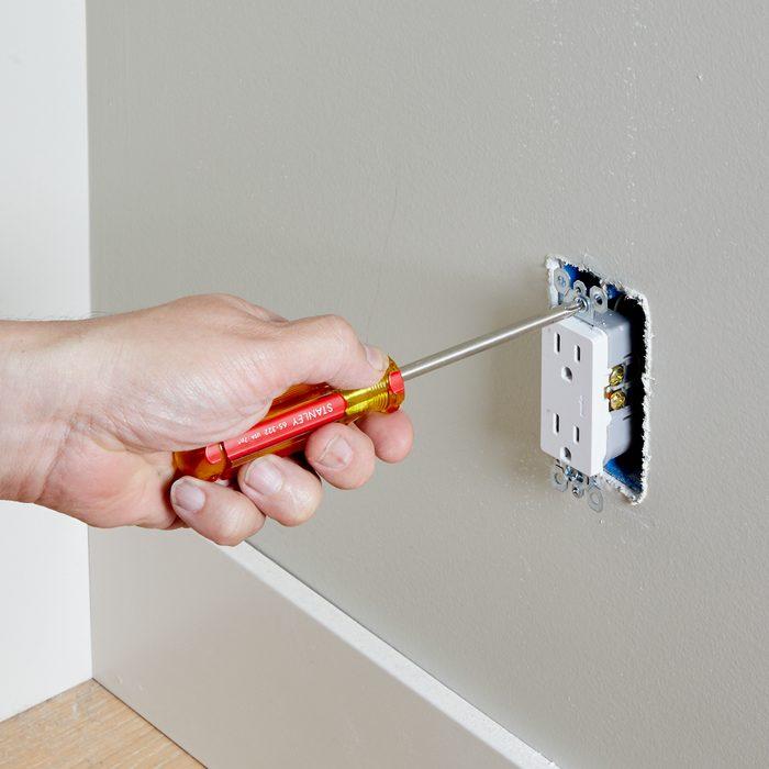 Securing outlet