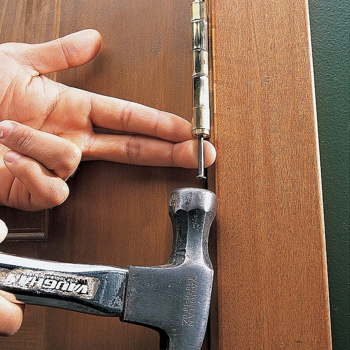 Hinge nail 2848 015
