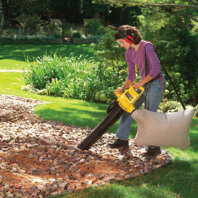 Cleaning stone mulch